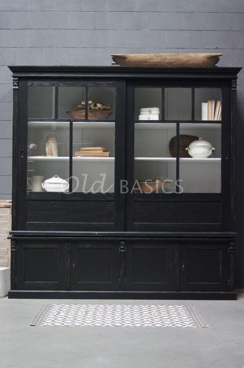 Detail van Vitrinekast Fabienne, 2 deuren, RAL9005, zwart, materiaal hout