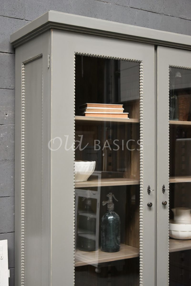 Detail van Vitrinekast Les Boules, 2 deuren, RAL7003, grijs, groen, materiaal hout