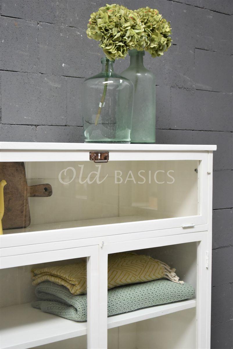 Detail van Vitrinekast Millau, 2 deuren, RAL9010, wit, materiaal hout