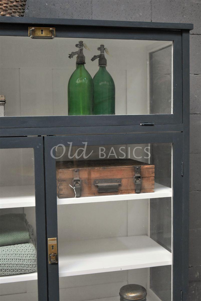 Detail van Vitrinekast Millau, 2 deuren, RAL7016, grijs, materiaal hout