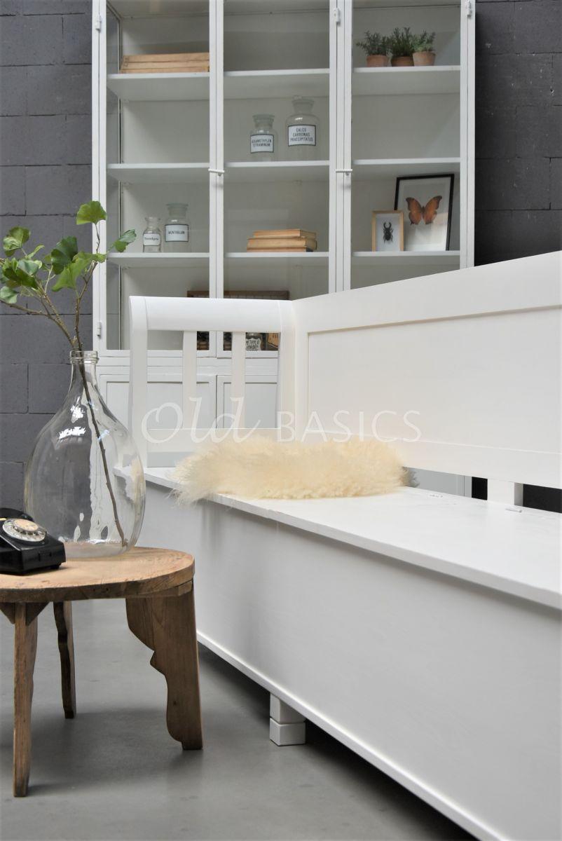 Detail van Klepbank Dordogne, wit, materiaal hout