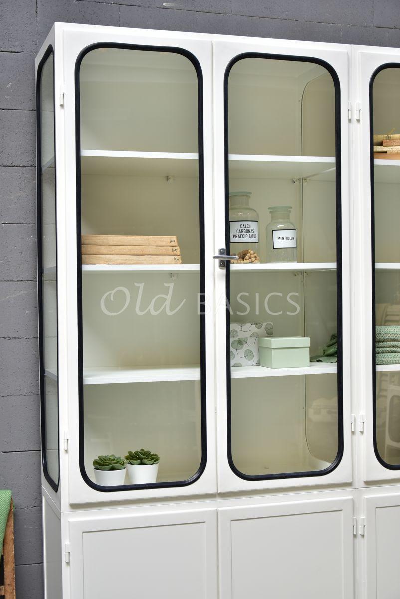 Detail van Apothekerskast Retrique, 4 deuren, RAL9010, wit, materiaal staal