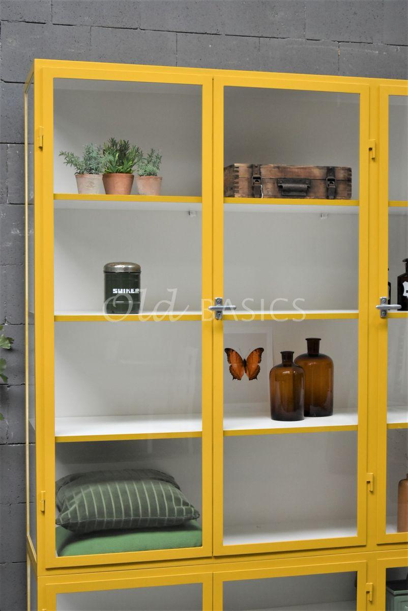 Detail van Apothekerskast Vitrine, 3 deuren, RAL1005, geel, materiaal staal