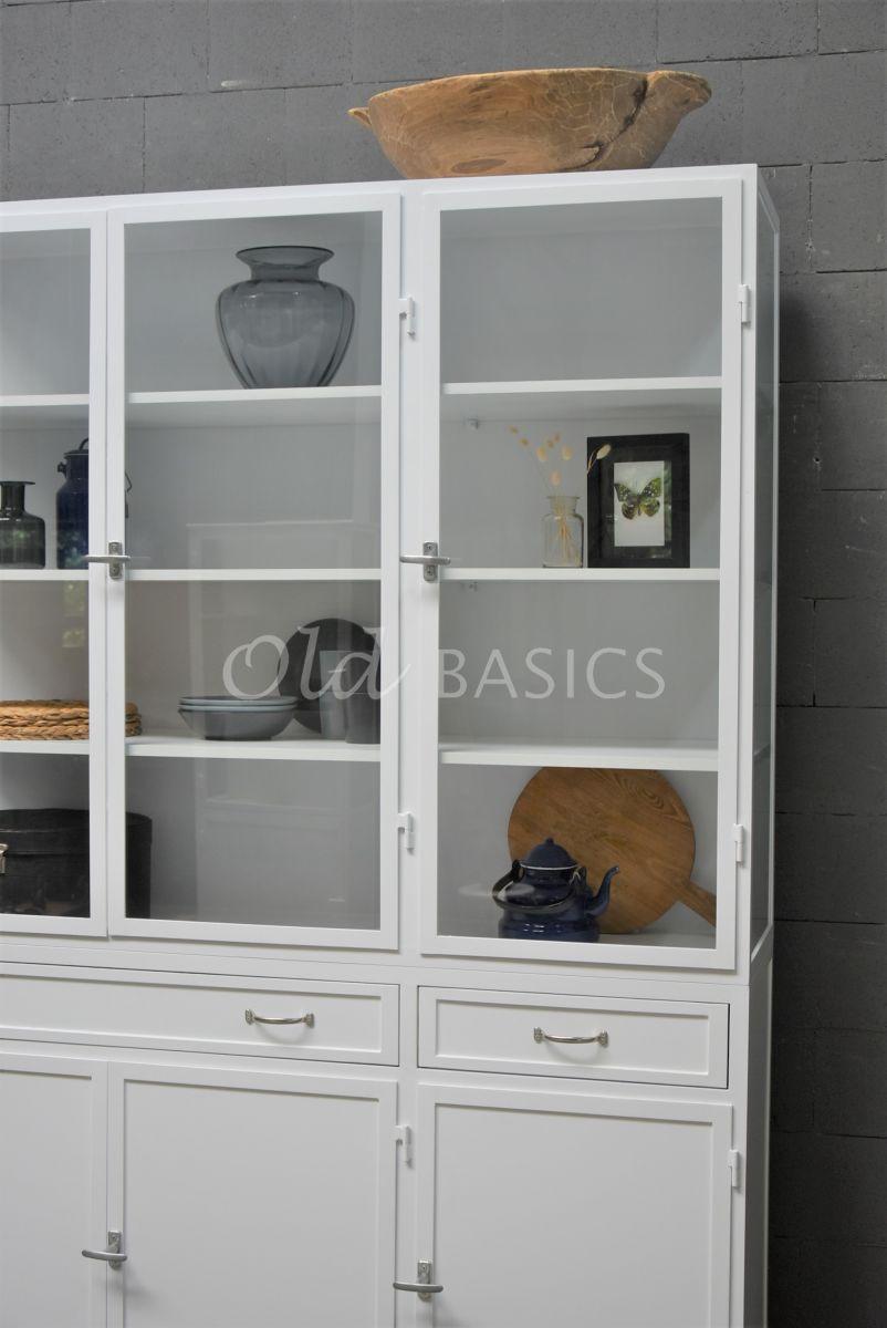 Detail van Apothekerskast Ferro, 3 deuren, RAL9003, wit, materiaal staal