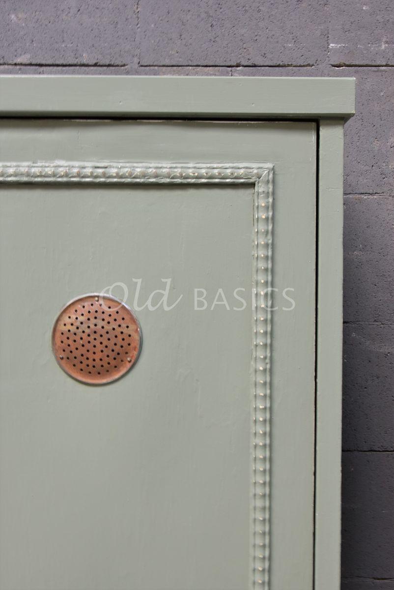 Detail van Smalle kast, groen, grijs, materiaal hout