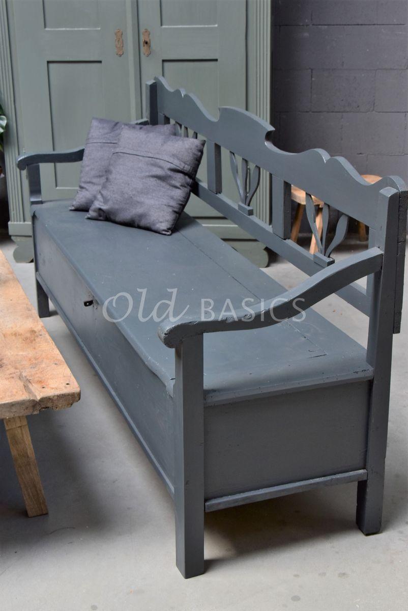 Detail van Klepbank, zwart, grijs, materiaal hout