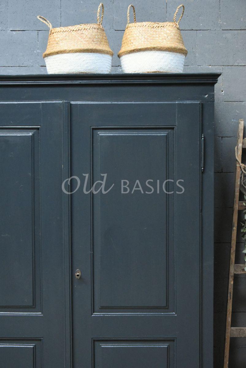 Detail van Kledingkast, zwart, grijs, materiaal hout