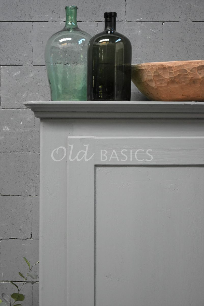 Detail van Brocante kast, grijs, materiaal hout