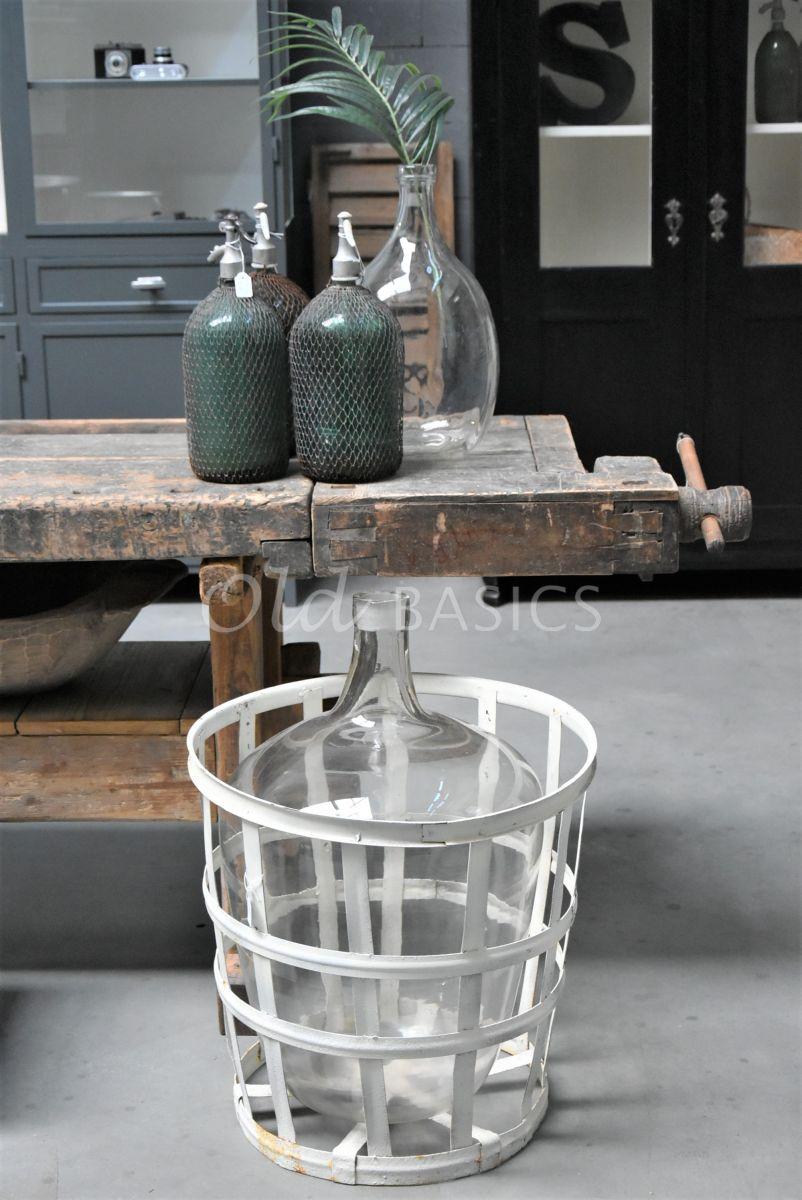 Detail van Mand met vaas, materiaal glas