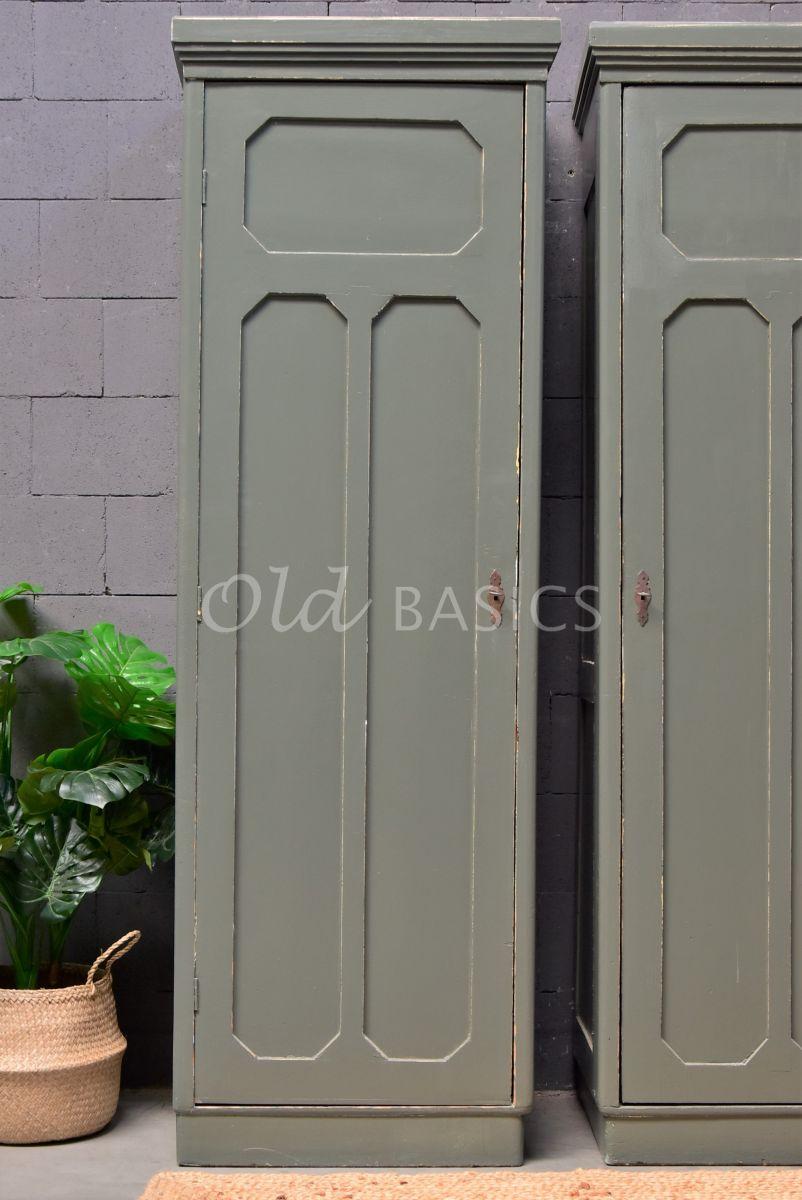 Detail van Smalle kast (links), groen, grijs, materiaal hout