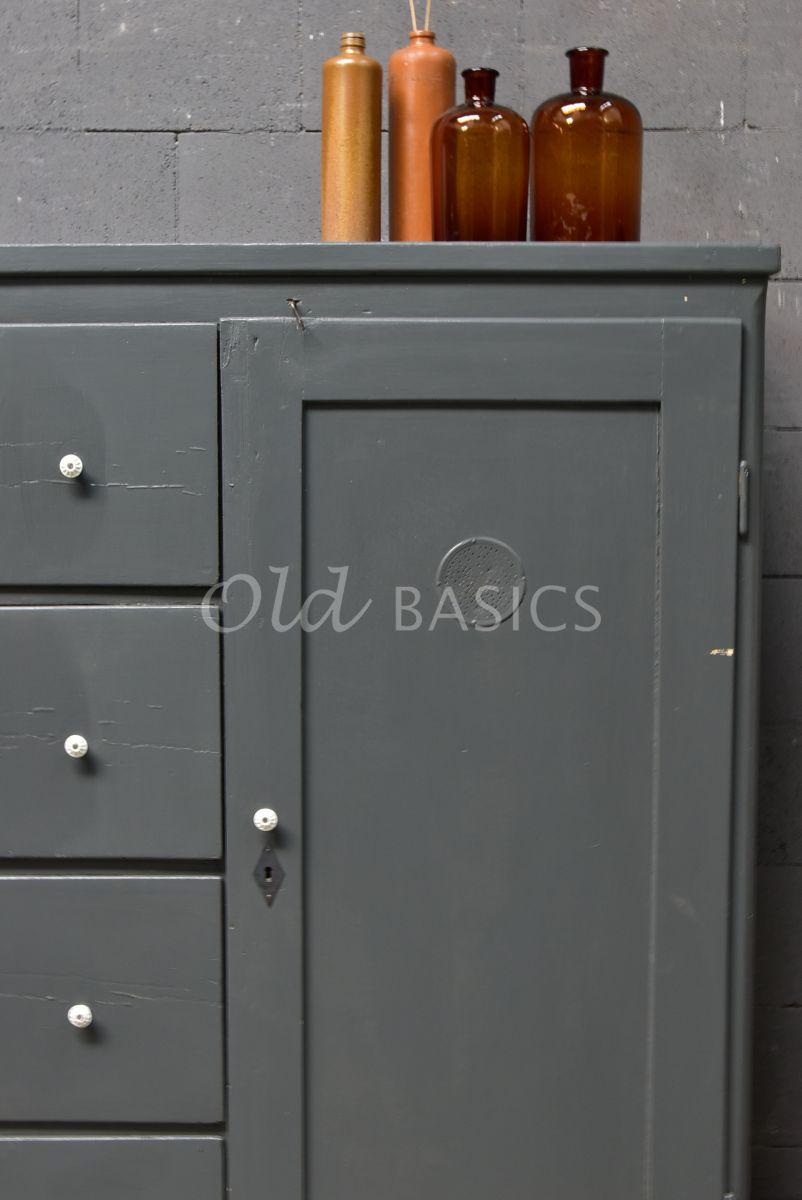 Detail van Broodkast, grijs, materiaal hout