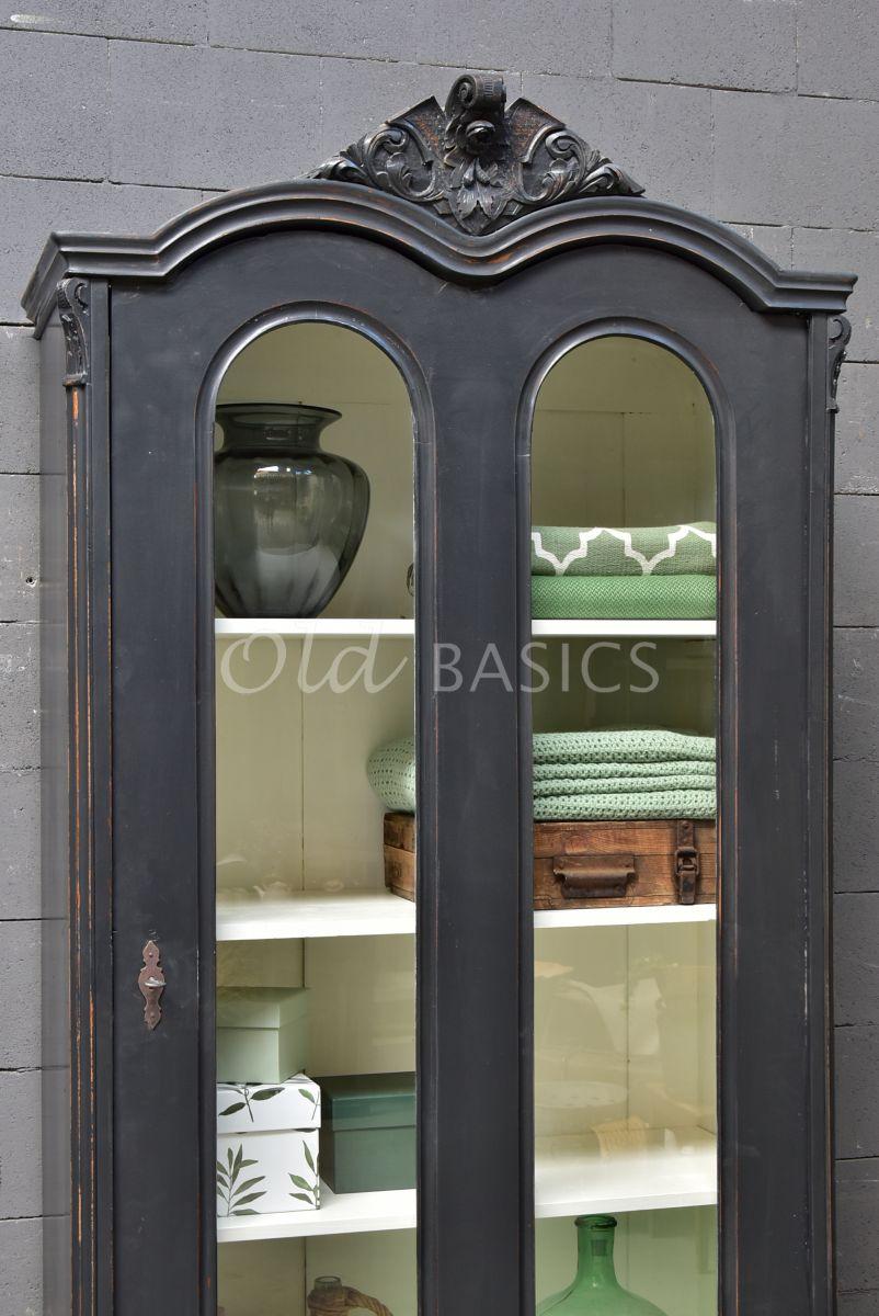 Detail van Vitrinekast, zwart, grijs, materiaal hout