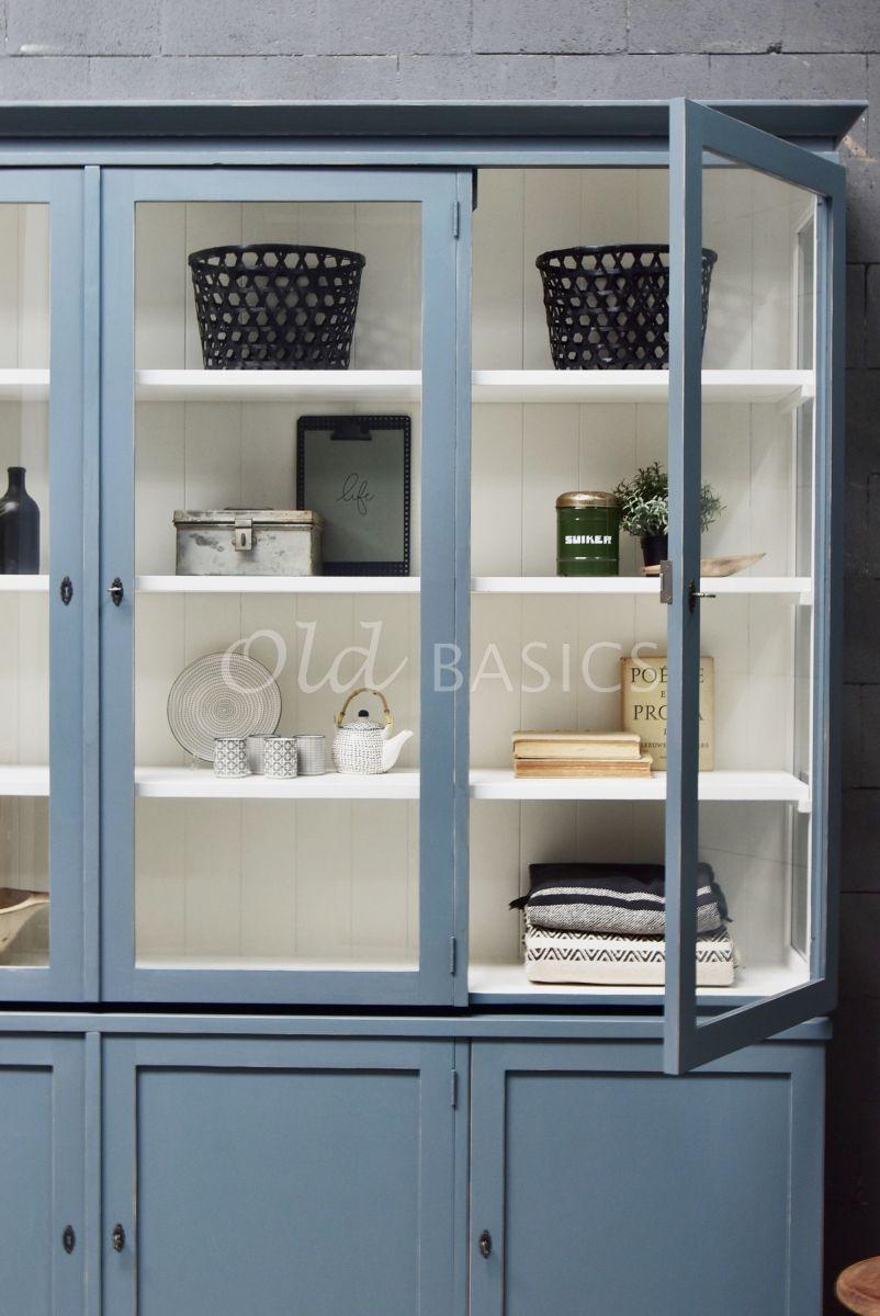 Detail van Vitrinekast Grenoble, 3 deuren, RAL7031, blauw, grijs, materiaal hout