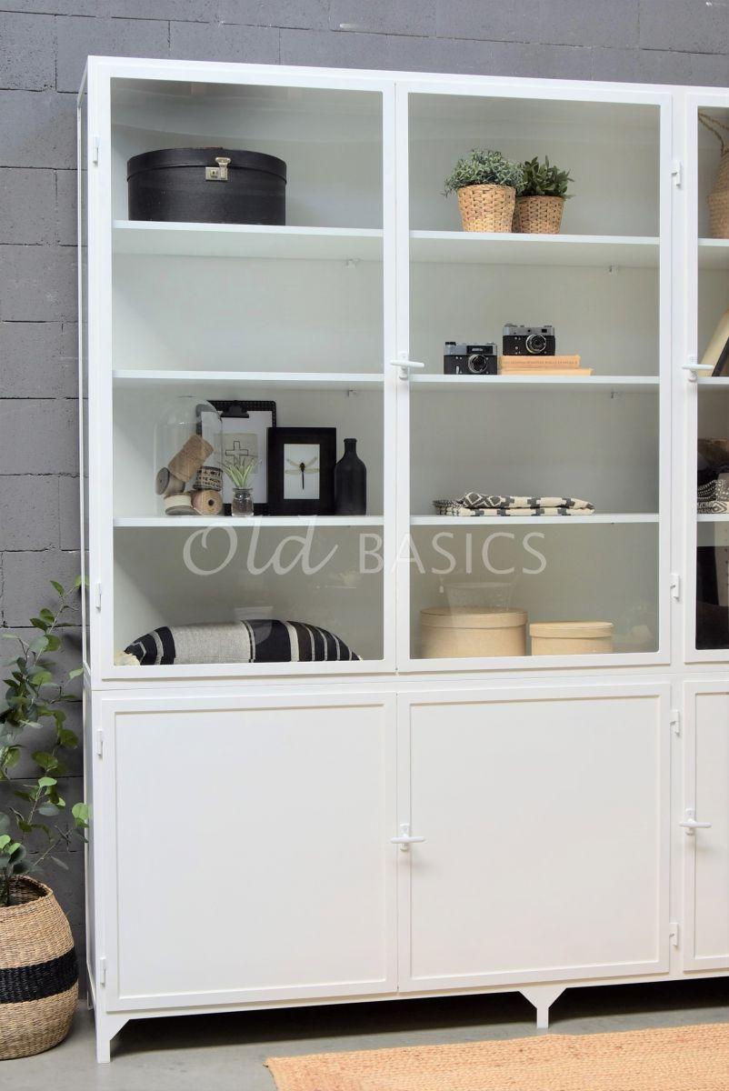 Detail van Apothekerskast Demi, 3 deuren, RAL9016, wit, materiaal staal