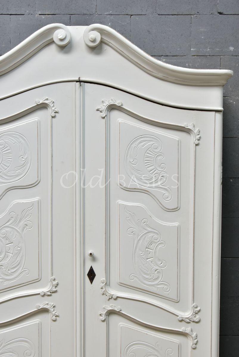 Detail van Brocante kast, grijs, wit, materiaal hout
