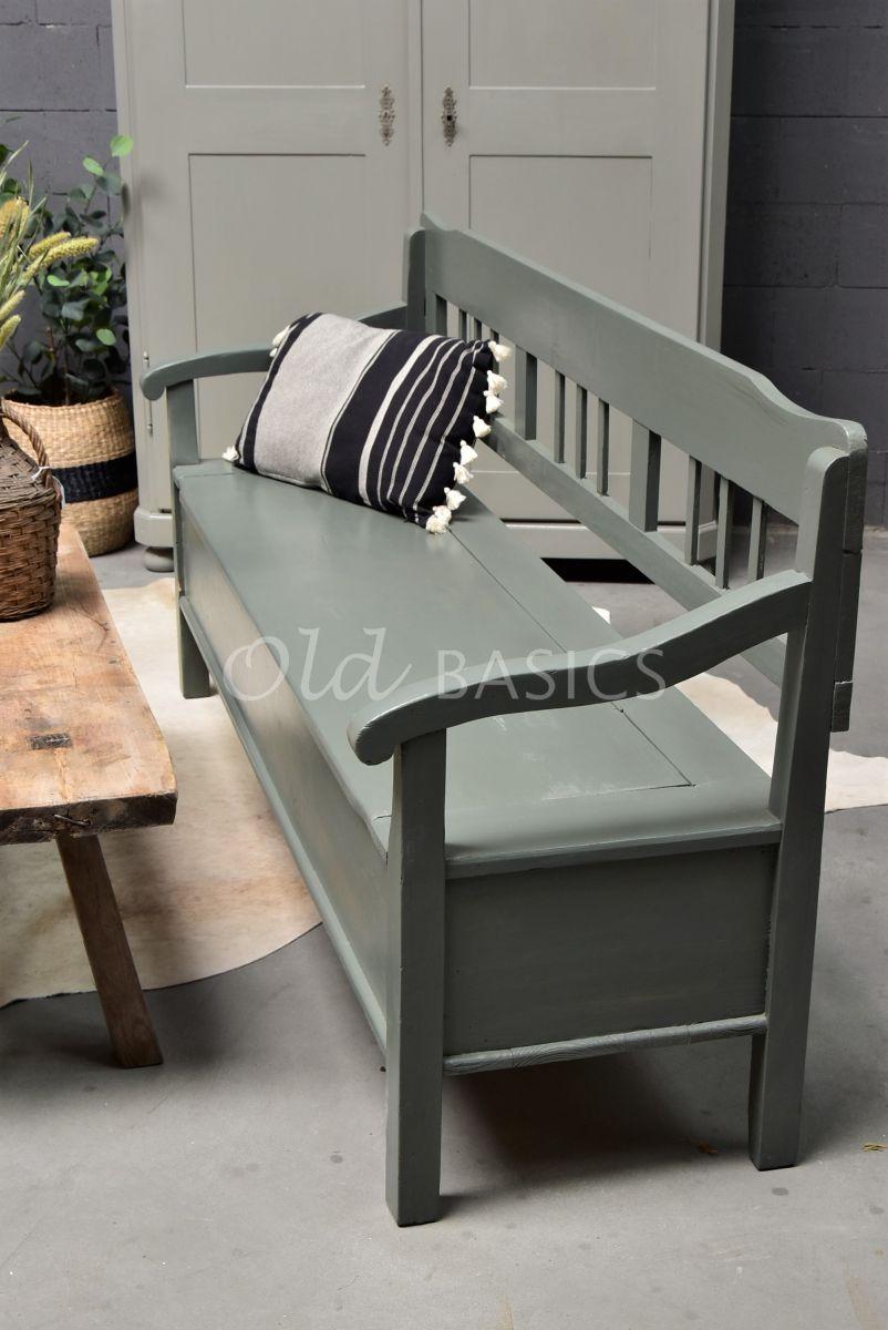 Detail van Klepbank, groen, grijs, materiaal hout
