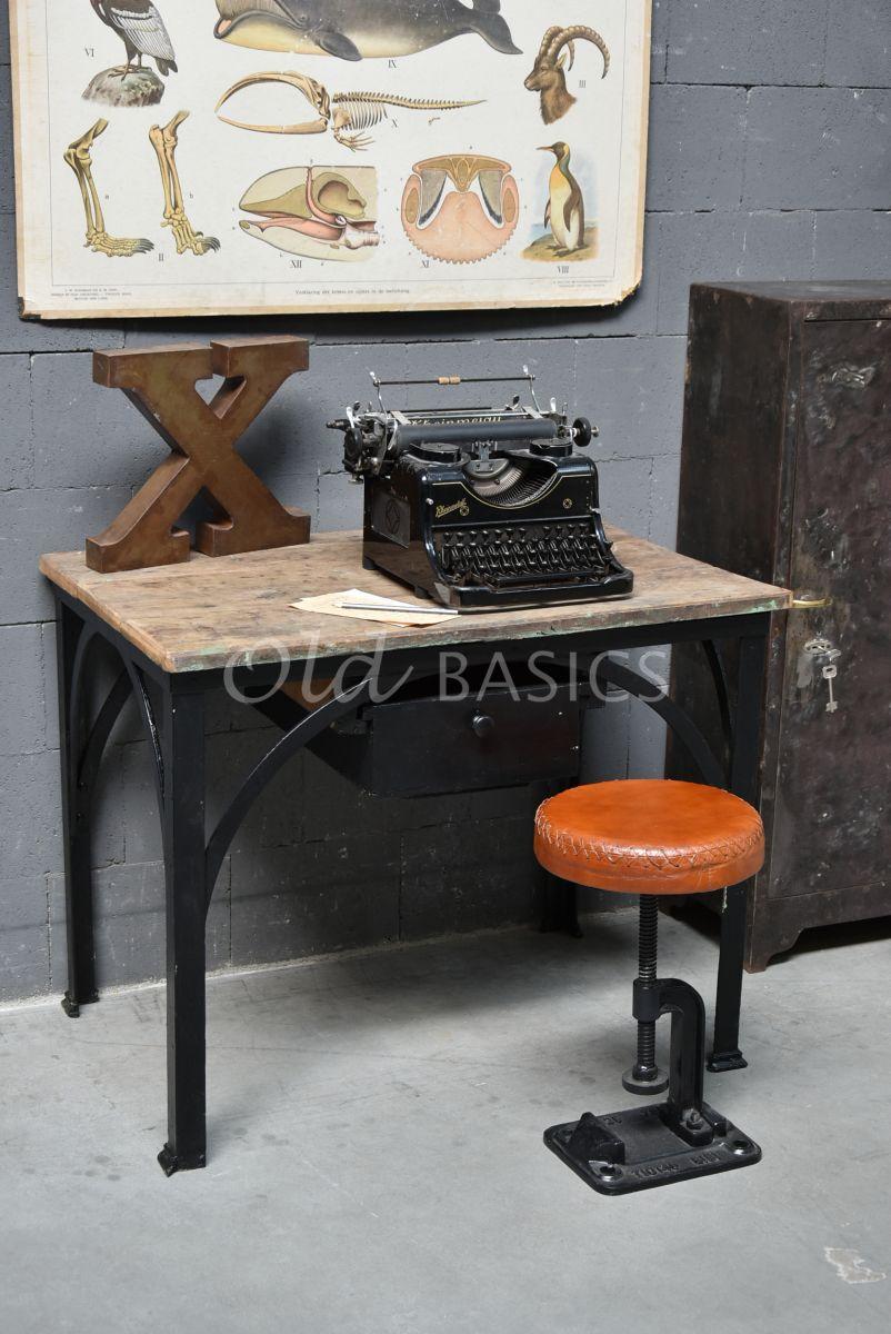 Detail van Bureau, zwart, naturel, materiaal staal