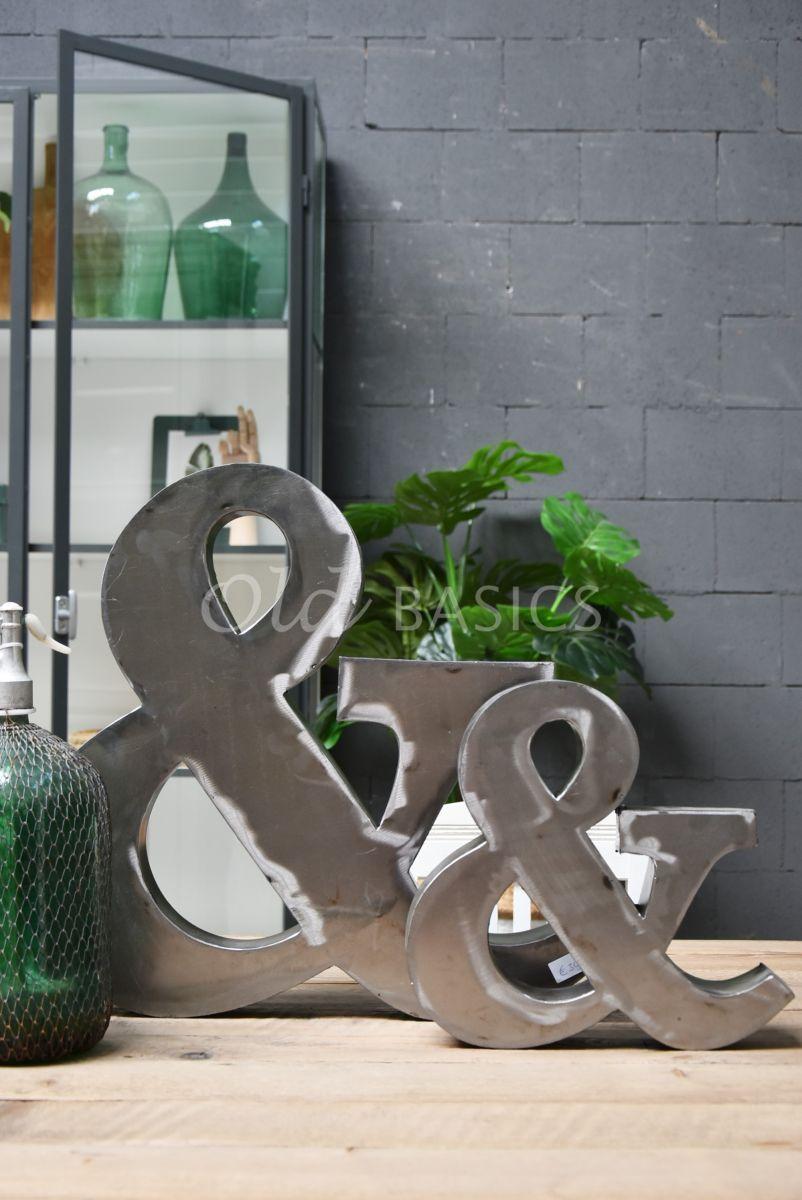 Detail van &teken groot, metaal, materiaal staal