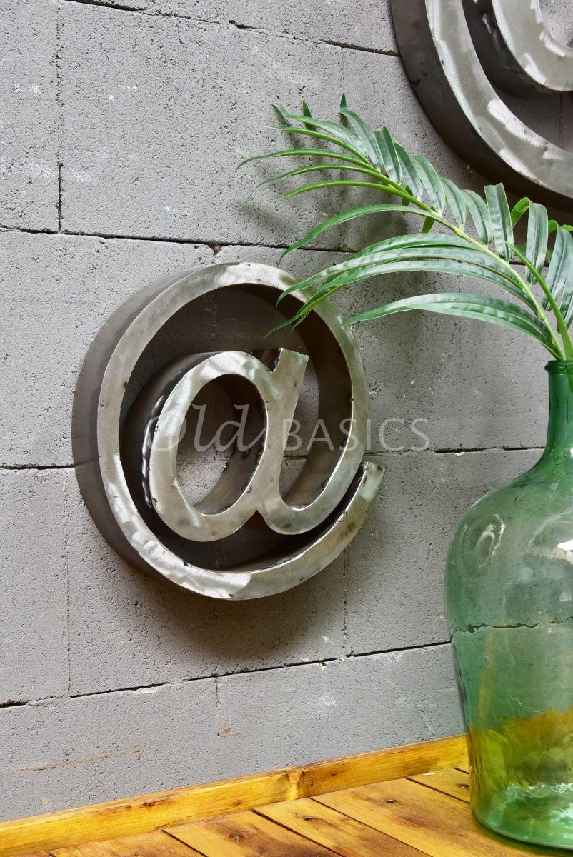 Detail van @teken klein, roest, materiaal staal