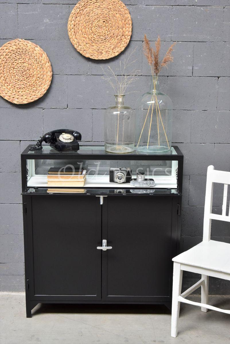 Detail van Dressoir Demi, 2 deuren, RAL9005, zwart, materiaal staal