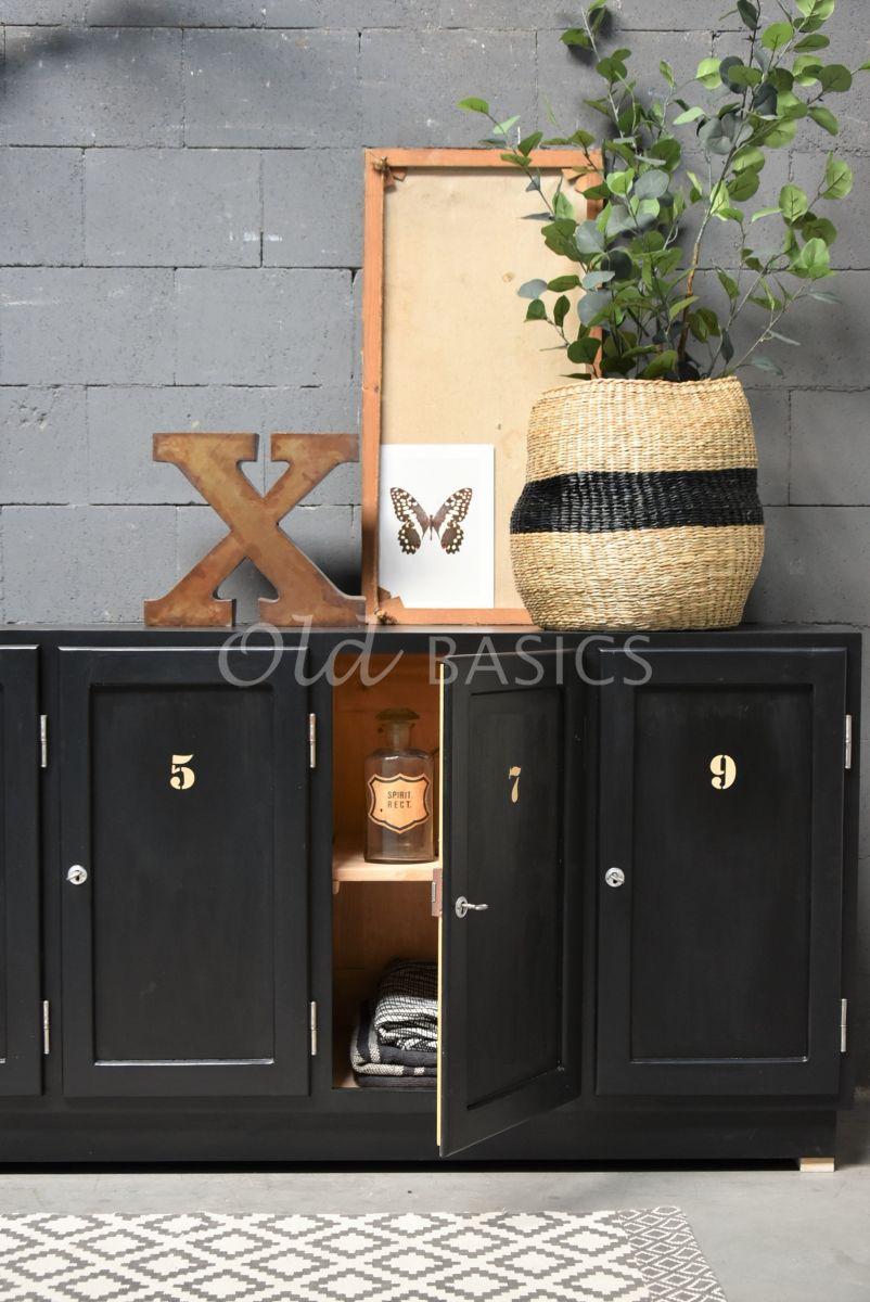 Detail van Lockerkast Numero, 5 deuren, RAL9005, zwart, materiaal hout