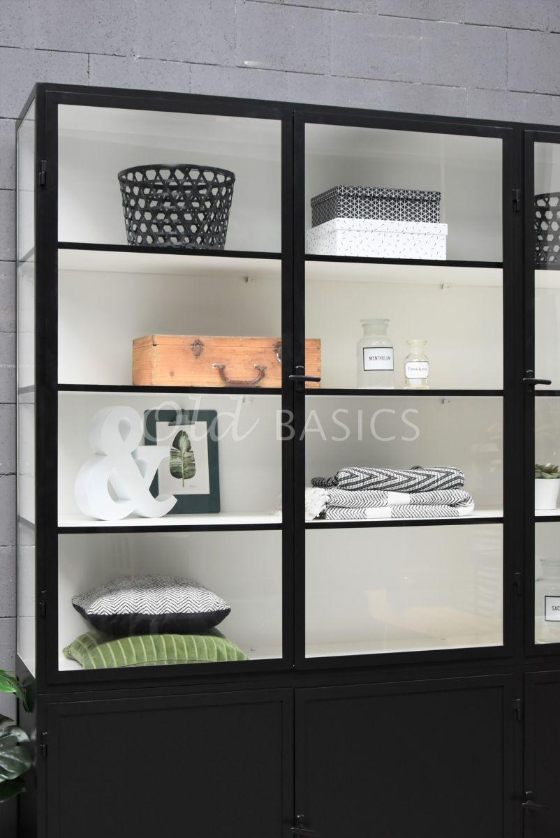 Detail van Apothekerskast Demi, 3 deuren, RAL9005, zwart, materiaal staal