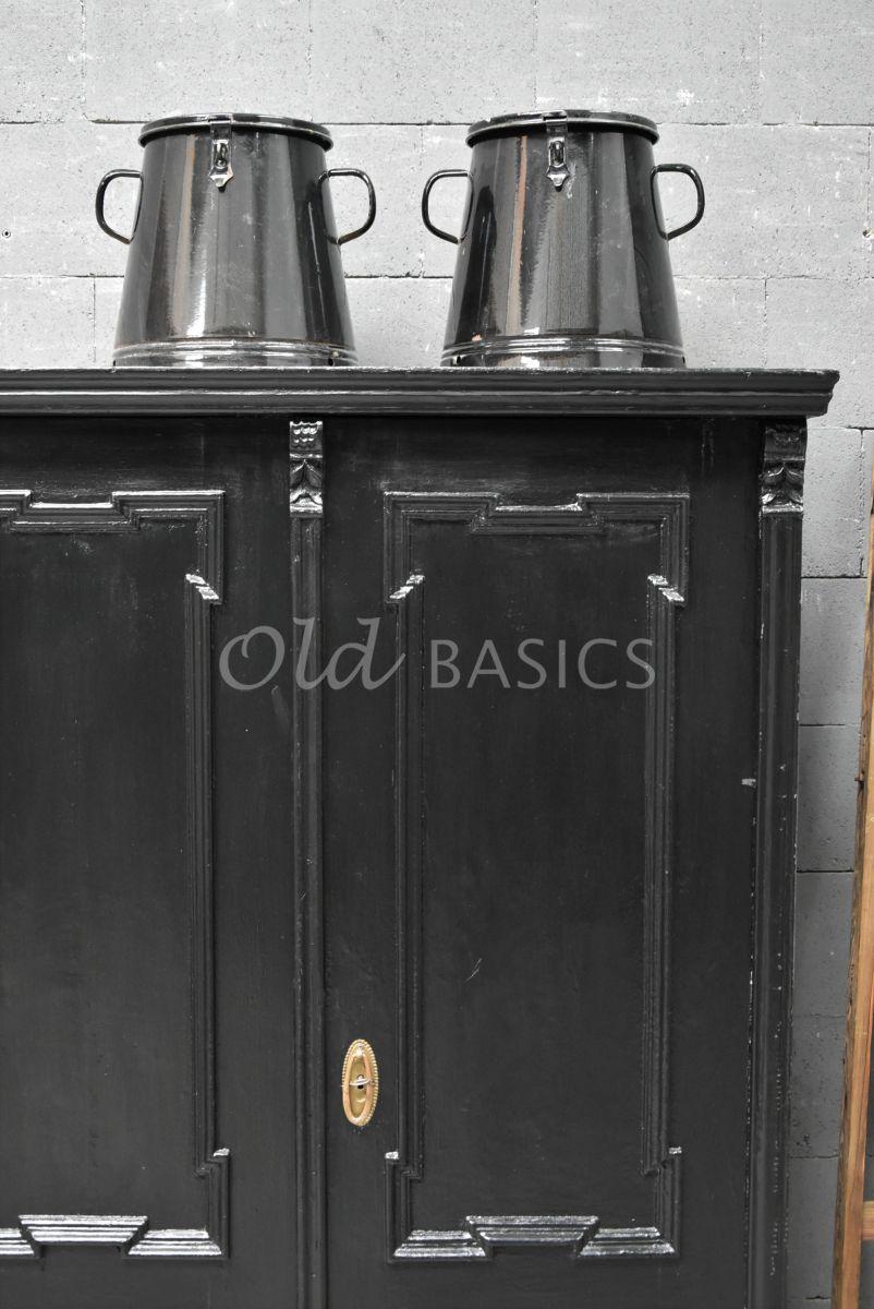 Detail van Brocante kast, zwart, materiaal hout
