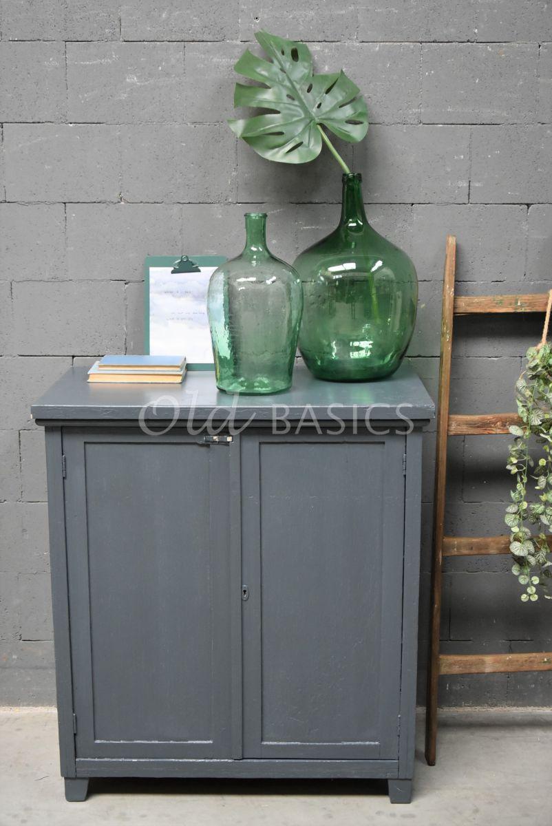 Detail van Brocante kast, grijs, blauw, materiaal hout