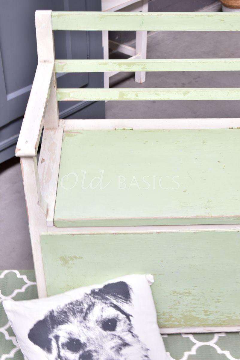 Detail van Klepbank, groen, wit, materiaal hout