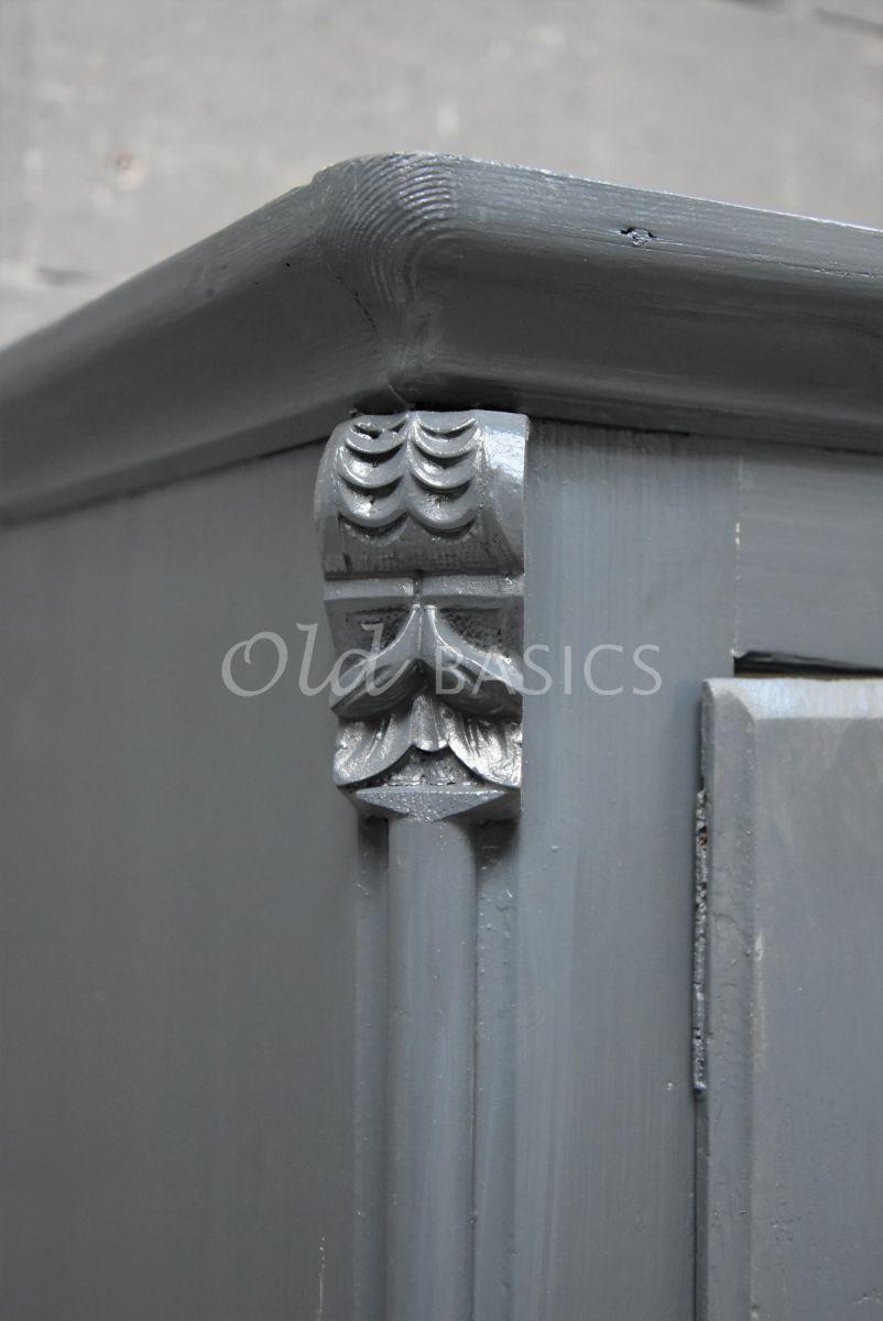 Detail van Vitrinekast, blauw, grijs, materiaal hout