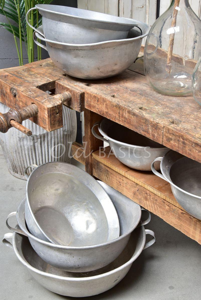 Detail van Metalen Schaal S, zilver / ijzer, materiaal staal